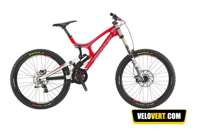 865e9bd1f47 Mountain biking purchasing guide   Santa Cruz V10 Carbon DH Team